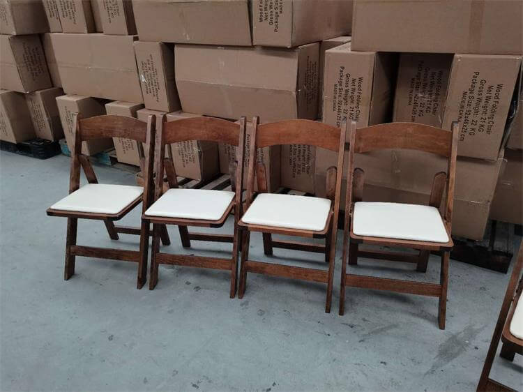 Brown chair with Ivory pads