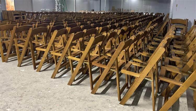 mass prodution of brown folding chairs