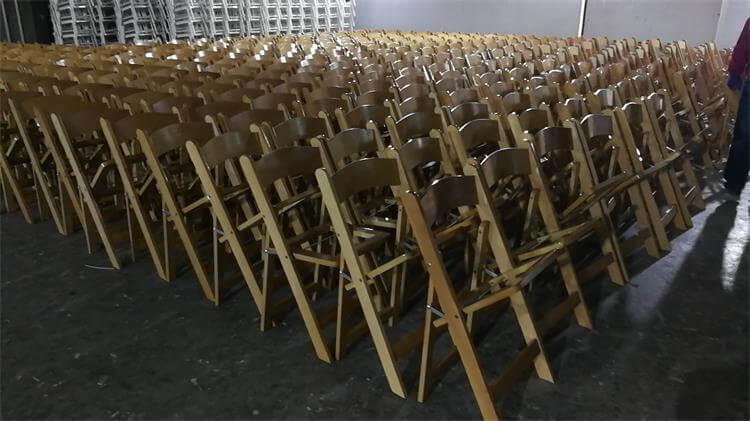 natural color of folding chairs