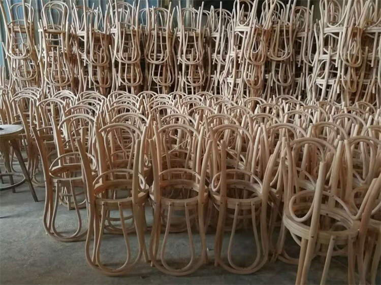 no stackable thonet chair