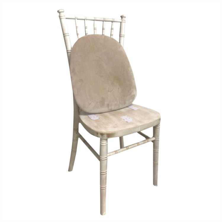 limewash chiavari chairs with pads