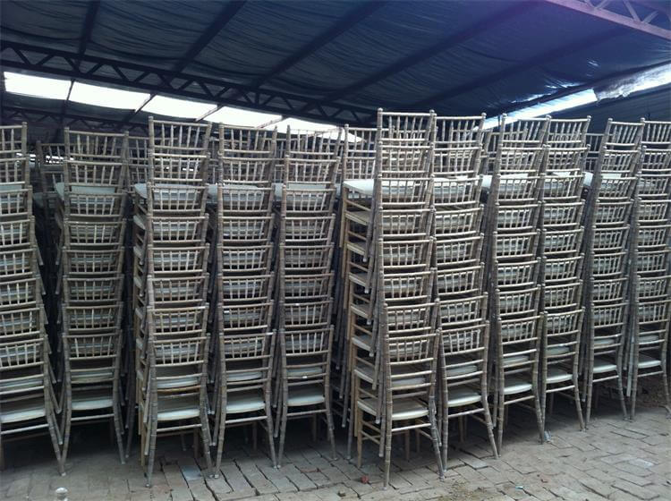 polishing of chiavari chairs