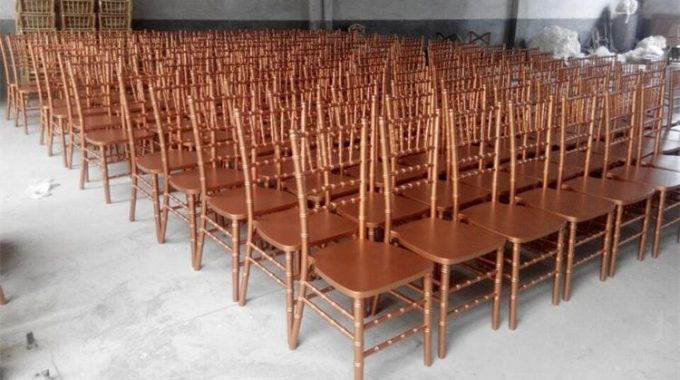 A Complete Guide: How Wooden Chiavari Chairs Are Made?