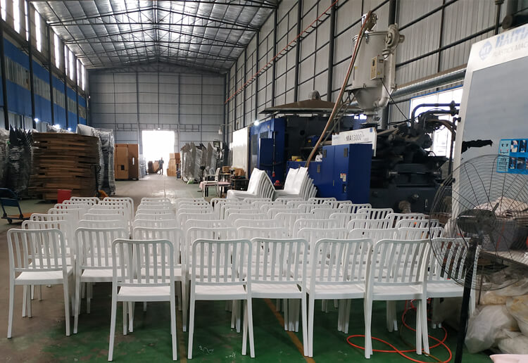 white plastic dining chair supplier
